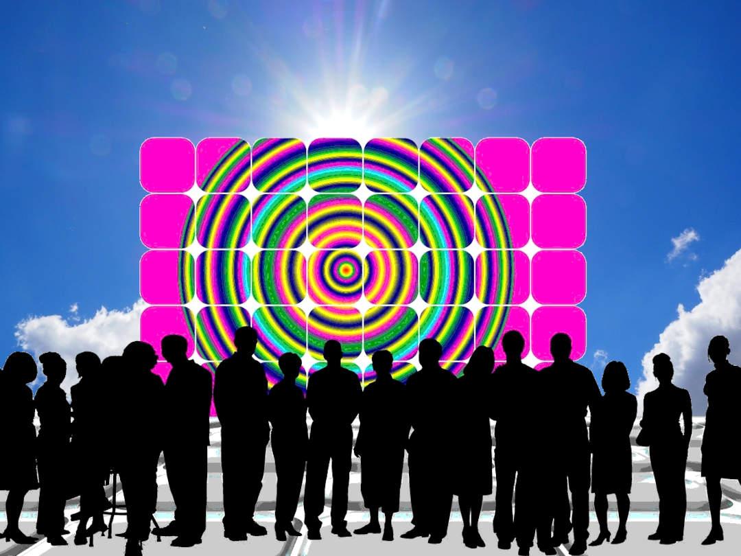 Amigos de la Tierra señala las comunidades energéticas como la herramienta para evitar una transición ecológica injusta.