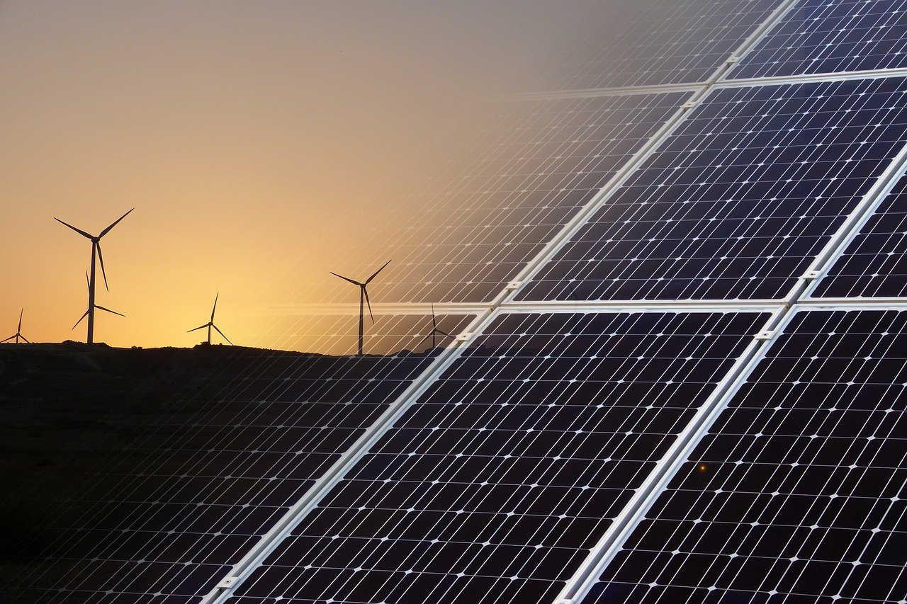 En 2020, las adiciones anuales de capacidad renovable aumentaron un 45% a casi 280 GW, el mayor aumento interanual desde 1999.